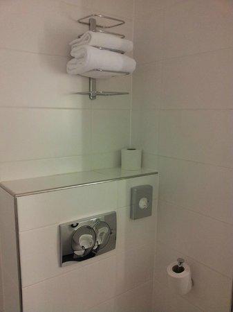 Timhotel Paris Gare Montparnasse : Санузел, чистейшие полотенца
