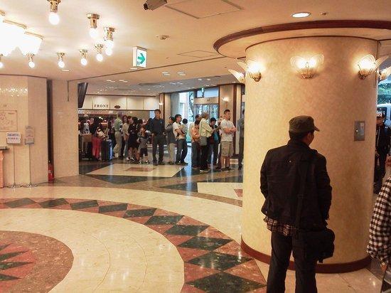 Toyoko Inn Narita Kuko: 朝は長い列ができました