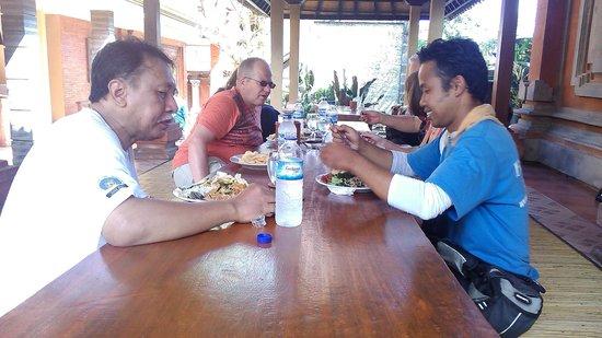 BaliGoBike - Bali Cycling Tours: Lunch with tour guide Gede Sutapa