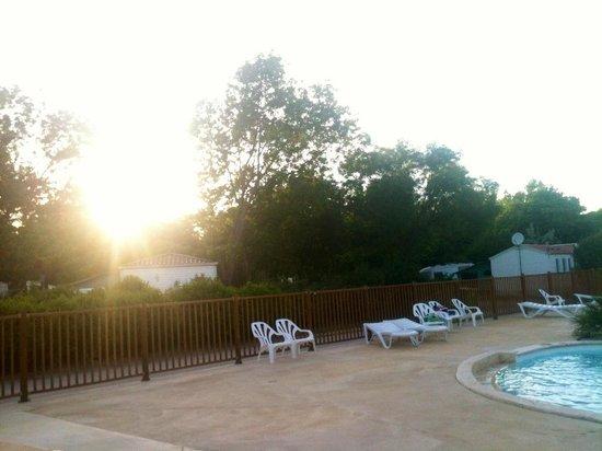 Domaine de la Bastide : Couché de soleil vu de la piscine