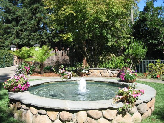 Creekside Inn - A Greystone Hotel: HOTEL GROUNDS