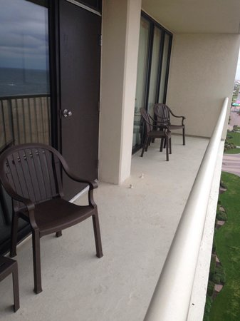 Beach Quarters Resort: Double balcony (entry from both rooms)