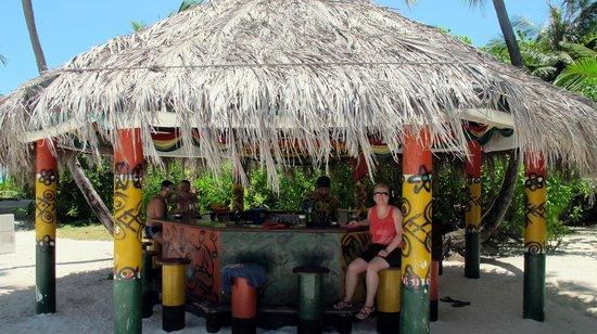 Holiday Island Resort & Spa : Beach Bar
