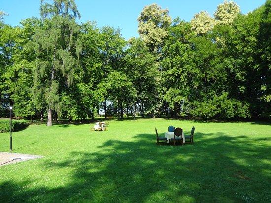 Paszkowka Palace Hotel: vue du jardin