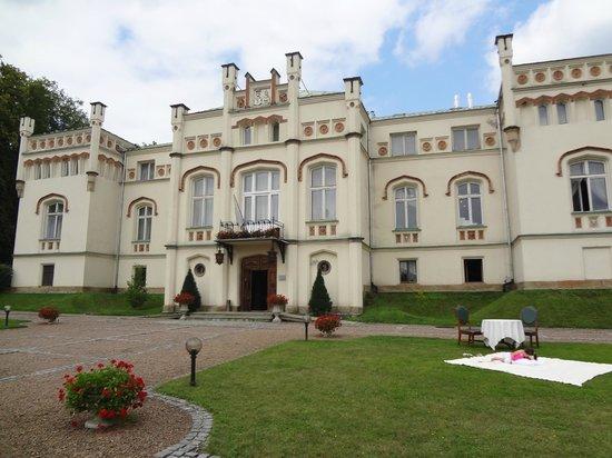 Paszkowka Palace Hotel : devant du palace