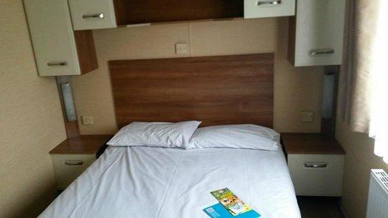 Hendra Holiday Park: Main bedroom watergate platinum