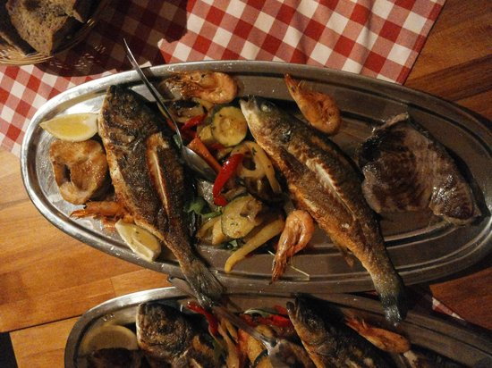 Konoba Marjan: Fish plate for 2 - highly recommended