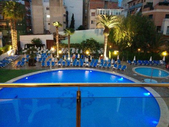Hotel Anabel: PISCINA NOCHE