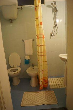 Albergo Bernini: Private bathroom