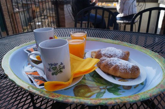 Albergo Bernini: Small breakfast