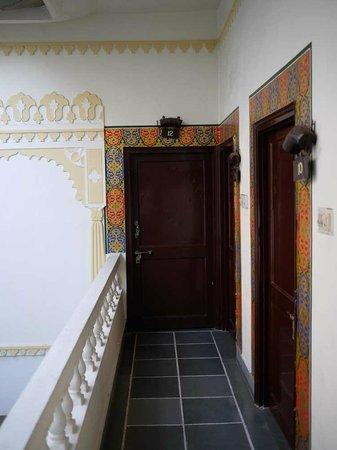 Hotel Mahendra Prakash: Beautiful, decorative door surrounds