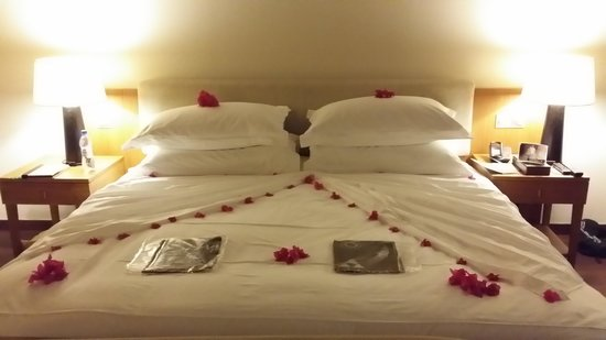 "Anantara Veli Maldives Resort: room decor for ""anniversary"" night"