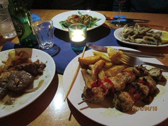 Nikos Tavernaki: Hauptgang: Fleischspießchen
