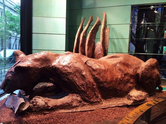 sculpture en chocolat picture of patrick roger. Black Bedroom Furniture Sets. Home Design Ideas
