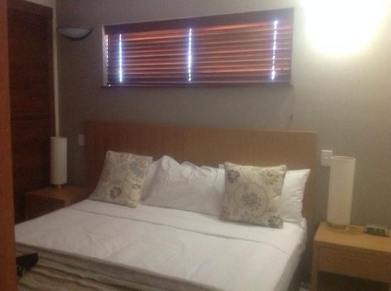 BreakFree Royal Harbour Resort: king bed