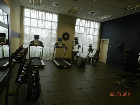 Hampton Inn & Suites Orlando Airport @ Gateway Village: salle de fitness