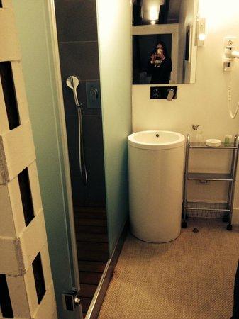 Artrip Hotel: Vue de la salle de bains