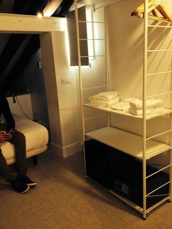 Artrip Hotel: Vue de l'armoire à rangement
