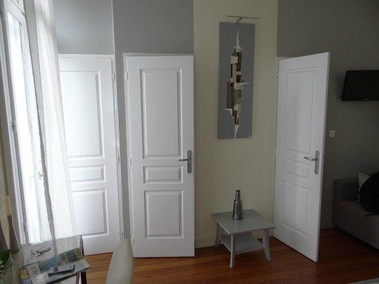 La Halte Montaigne : The doors (Medoquine)