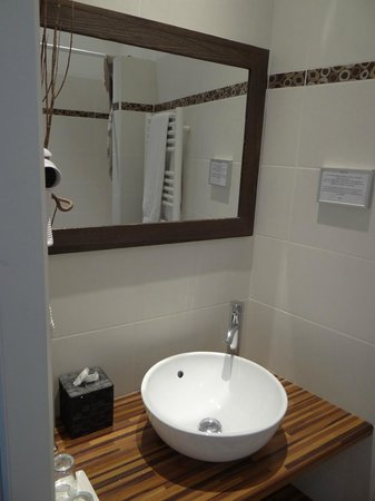 La Halte Montaigne : Il bagno (Medoquine)
