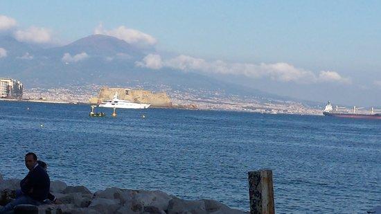 Via Caracciolo e Lungomare di Napoli : mare
