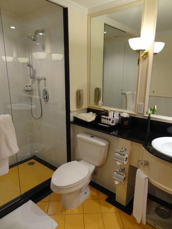 Sofitel Angkor Phokeethra Golf and Spa Resort: Bathroom