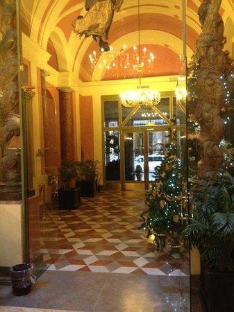 Eurostars Centrale Palace: hall centrale