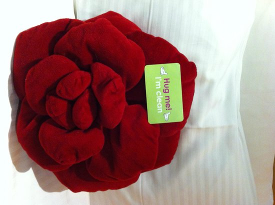 Butterfly on Prat: Cuddly Rose on bed
