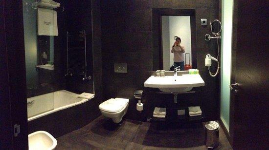 Sercotel Coliseo: Bathroom