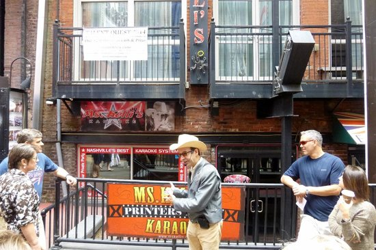 Walkin' Nashville - Music City Legends Tour: Bill explaining Printers Alley