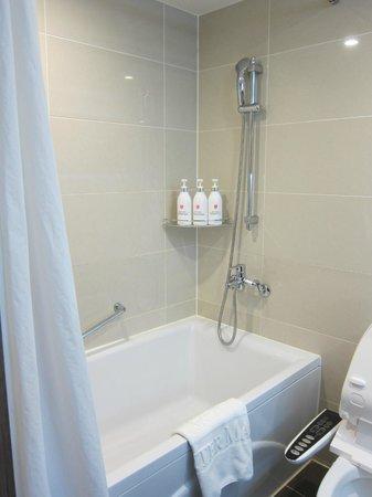 CenterMark Hotel : i liked the shampoo/conditioner/soap dispensers