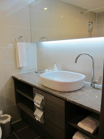 CenterMark Hotel : clean bathroom