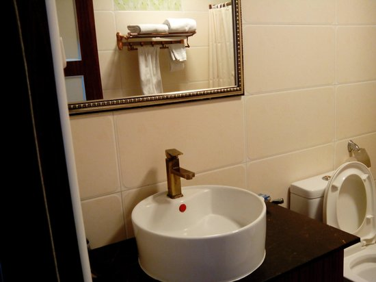 Grand Hoyah Hotel: bathroom