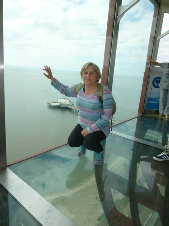 Tour et Cirque de Blackpool (Blackpool Tower and Circus) : Glass floor and wall at the Blackpool Tower