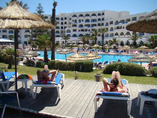 Regency Hotel and Spa : l'hôtel et piscine