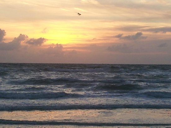 Tropical Beach Resorts : Sunrise