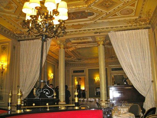 Cafe de la Paix : The dining room is elegant!
