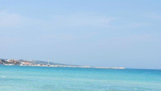 Cesme, ตุรกี: Вид на море с пляжа Ilica