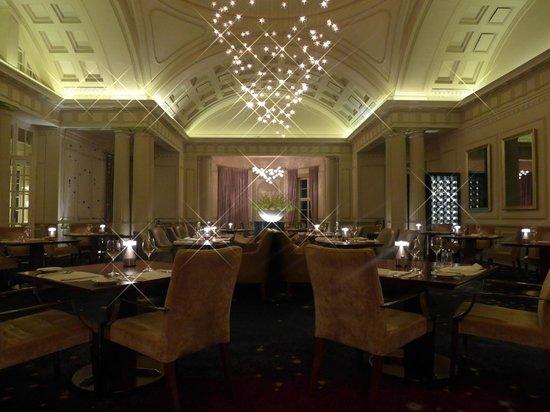 Planet Restaurant: Interior