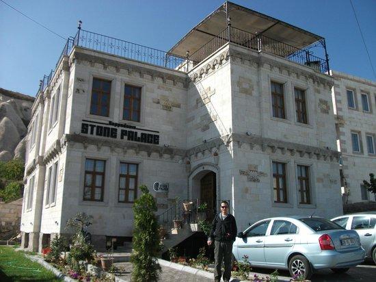 Cappadocia Stone Palace: vue depuis la rue