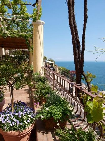 Hotel - Albergo California Positano: terrace - stunning views for breakfast
