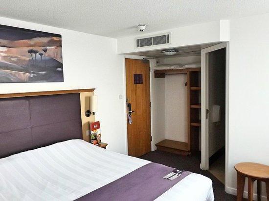 Premier Inn Bristol City Centre (Haymarket) Hotel: Hotel Room, Floor 10.