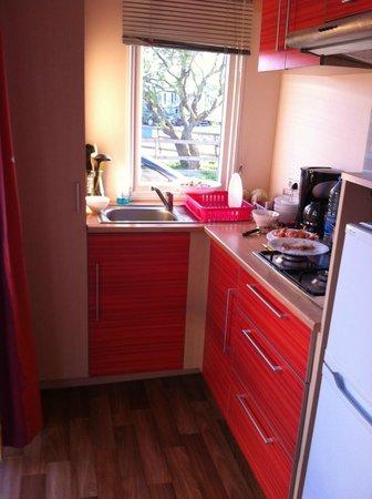 Camping Cottage Village : kitchenette
