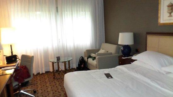 Sheraton Roma Hotel & Conference Center : Quarto