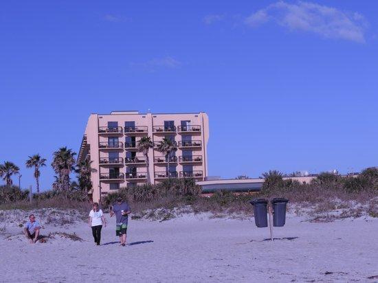 DoubleTree by Hilton Hotel Cocoa Beach Oceanfront: Hôtel vue de la plage