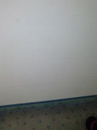 Hotel Aqua : muri sporchi