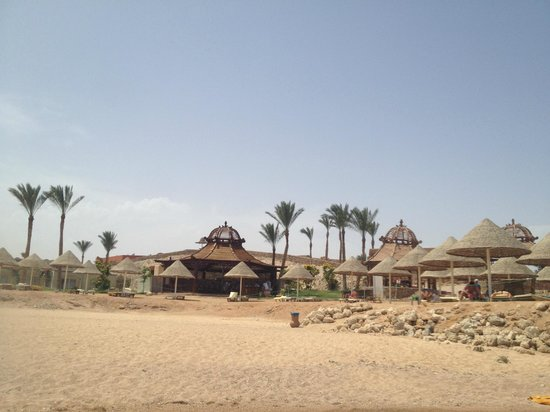 Park Inn by Radisson Sharm El Sheikh Resort: ristoro visto dalla spiaggia