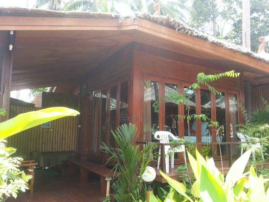 Lipa Bay Resort : Vores hyggelige hytte udefra