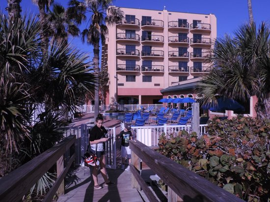 DoubleTree by Hilton Hotel Cocoa Beach Oceanfront: hotel et piscine