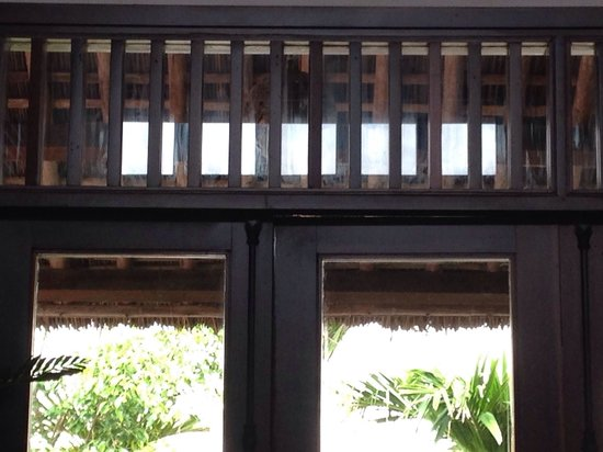 Palm Garden Beach Resort & Spa: Main Dining Room - dirty windows not cleaned in. 9 days